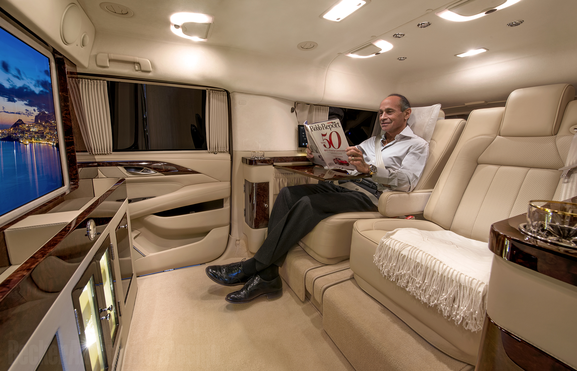 dr dre 39 s new pimped out escalade will blow your mind moto networks. Black Bedroom Furniture Sets. Home Design Ideas